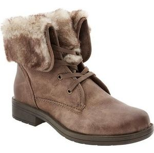 Fur fold over boot
